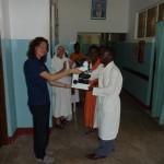 La consegna del microscopio a Jacobo (febbraio 2011)